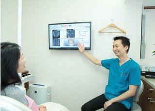 治療前や治療後には、動画ソフトを使って分かりやすく説明しています。