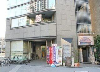 クレアトール横浜ビルの6Fにございます。