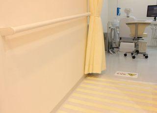当院はバリアフリーに院内には手すりやスロープがございます。