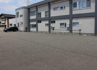 当院の裏には駐車場もありますのでお車でお越しの際はご利用ください。