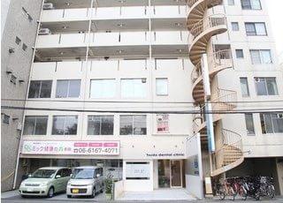津田デンタルクリニックです。美代志ビル1階にございます。