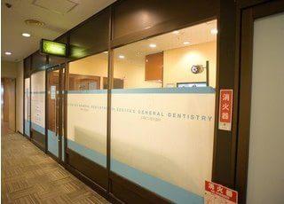 医院の入り口は、虎ノ門37森ビル1階にございます。