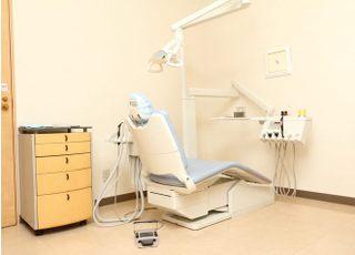 診療室は広々として明るく、リラックスして診療を受けていただけます。