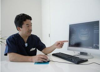 シュミレーションができます。CTデータを元にして、コンピュータ上で治療の説明をいたします。