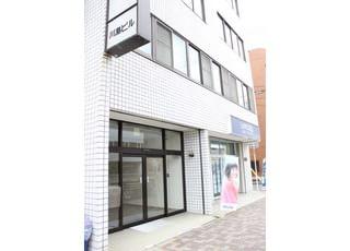 歯科医院は、川島ビルの4階です。