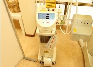 レーザー治療をする際は、こちらの機器を使います。