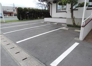 いながき歯科は駐車場もご用意しております。