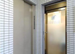 当院はエレベーターも設置しておりますので、車椅子の方でもお気軽にご来院いただけます。
