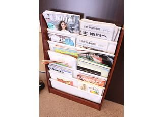 各種雑誌を備えておりますので、お手にとってお待ちいただけます