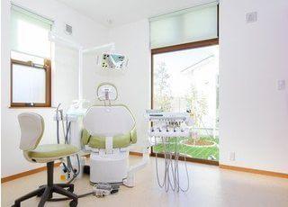 完全個室の診療室は広々としてリラックスして頂けます。