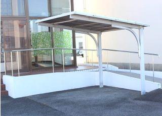 自転車の方はこちらの屋根付きの駐輪場をご利用下さい。
