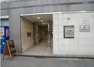 こちらがビルの入り口です。