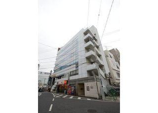 こちらのビルの4階で診療を行っております。