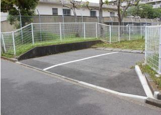 駐車場をご用意していますので、お車でお越しの方はご利用ください。