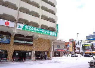 地下鉄北24条駅直結のビルです。