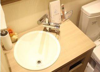 歯ブラシやパンフレットを置いています。