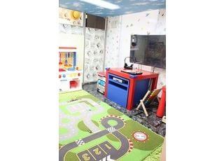 キッズスペースがありますので、お子様に楽しく遊びながらお待ちいただけます。