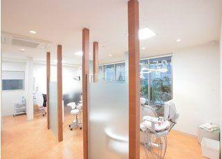 診療室です。 パーテーションで仕切られていますので、プライベート空間の確保ができます。