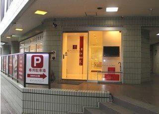 専用駐車場をご用意しておりますので、お車でお越しの患者様も安心です。
