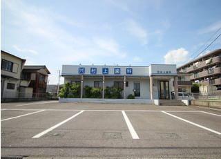 医院の正面には、駐車場を設置しております。