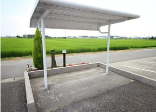 駐車場と別で駐輪場がございます。