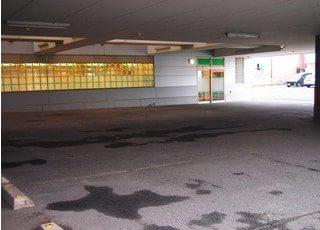 駐車場もご用意しておりますので、お車でお越しの方も便利です。