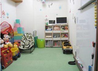 キッズスペースを設置しています。お子様連れの方も安心してご来院下さい。