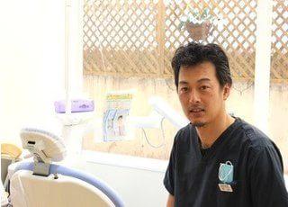 杉山元浩院長です。話好きの院長ですので、歯に関することはもちろん、日常でおこったことなど、お気軽にお話ください。
