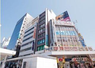 川崎駅から徒歩2分のビルで診療を行っております。