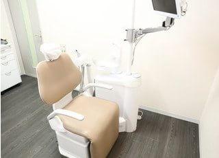 診療室は明るく清潔感のある空間です。