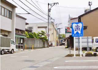 兼六下を過ぎて賢坂辻の交差点を曲がってすぐです。