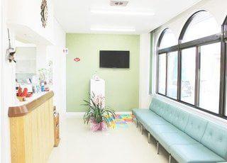 待合スペースです。診療前後はこちらでおくつろぎください。
