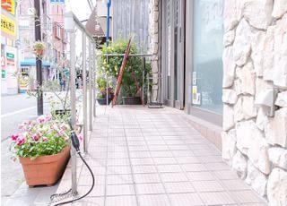 入口にはスロープを取り付けており、院内もバリアフリーとなっております。