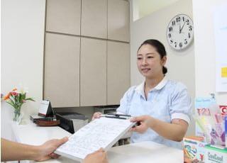 松原歯科クリニックの受付です。ご来院されたらこちらにお越しください。