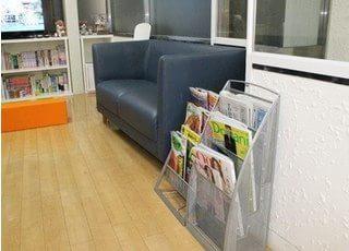 待ち時間は待合室の雑誌をご利用ください。