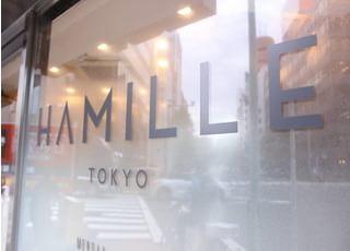 竹橋駅から徒歩2分、交差点の角の1階にございます。お昼休憩などでもぜひご利用ください。