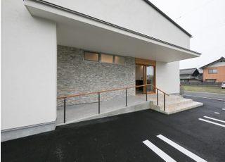 入口にはスロープがあり、院内はバリアフリーとなっています。