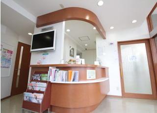 受付へ月初めや初診の際は、保険証の提出をお願いします。