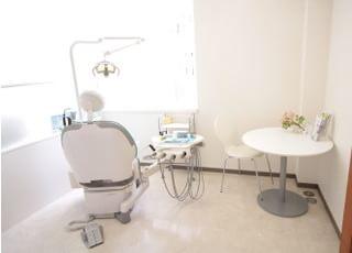 それぞれの診療チェアには、カウンセリングスペースが設けられています。