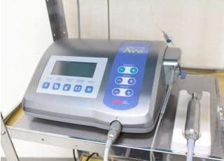 インプランターを使用し、より安全なインプラント治療をおこないために使用します。