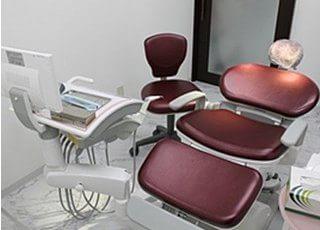 こちらの診療室でインプラント治療やオペなどを行います。