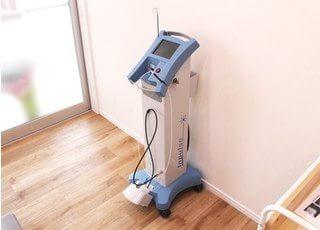 レーザー治療器を使い、痛みや出血の少ない治療を行えます。