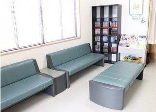 待合室には雑誌や漫画をご用意しております。
