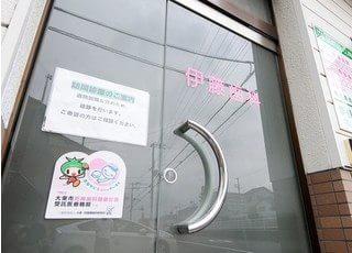 入口です。こちらからドアを開けてお入り下さい。