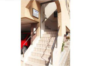 階段上がった所が医院です。
