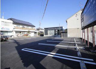 お車でお越しの方は、医院専用駐車場をご利用ください。