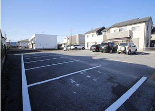 医院の裏には、第二駐車場もご用意しております。