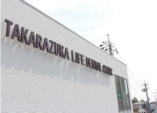 阪急バス 「宝塚歌劇場前」から 徒歩1分です。