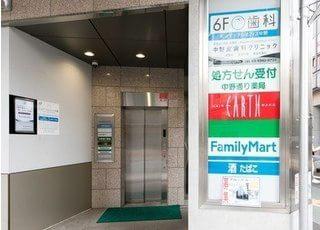 当院は6階になります。エレベーターをお使いください。