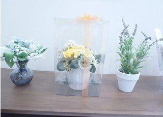 花で彩られて待ち時間も快適な演出がされています。